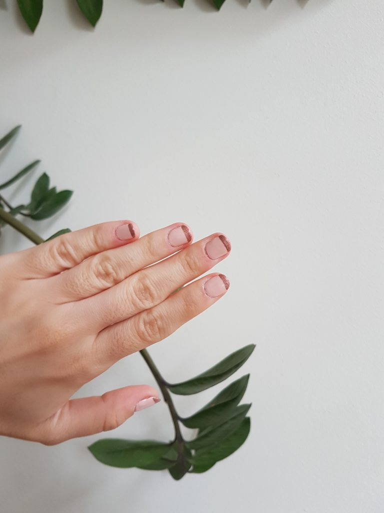 thecolourfulbouquet.com-rose-gold-french-manicure